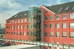 Dachdeckermeister-Graz-Altenburger-Dachdeckerei-Graz_Eternit-Dach-mit-Velux-Fenster_Fachhochschule-Graz